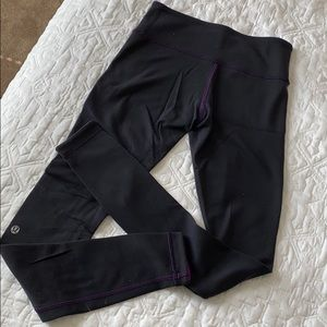 Lululemon Reversible leggings purple/black SIZE 4